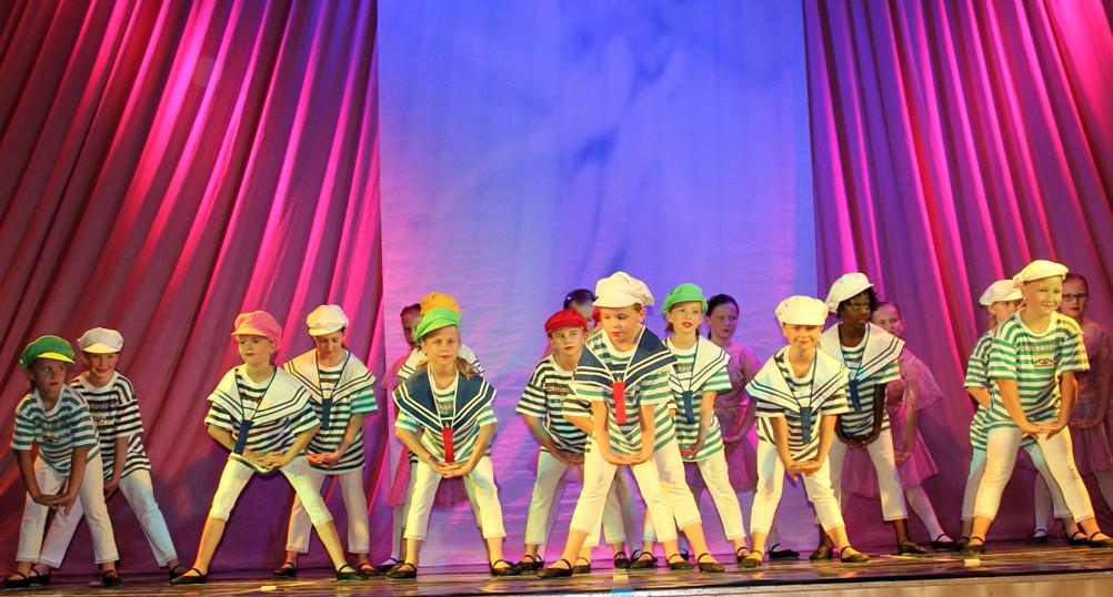 Eröffnung des Familienzentrums mit einer fulminanten Dance Show
